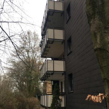 Vier Etagen, vier sanierte Balkone!