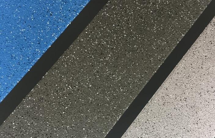 Oberflächengestaltung mit Chipseinstreuung und Quarzsand - verschiedene Farbtöne