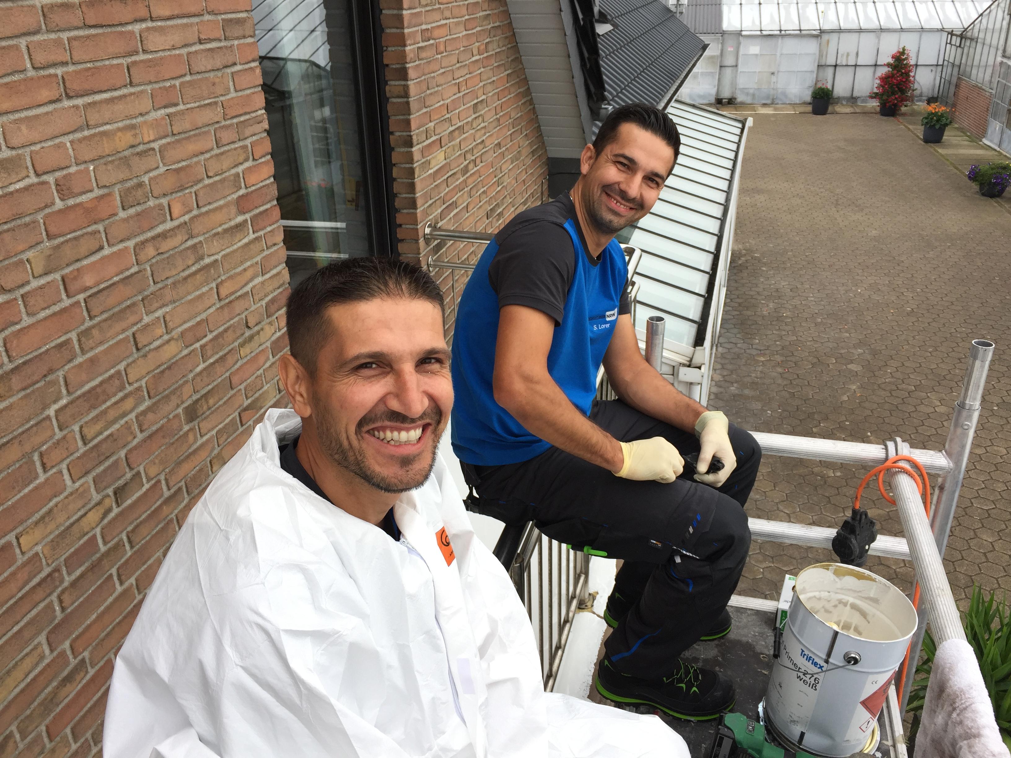 Grundierung und Verkleidung des Balkons mit Aluminiumblechen – Detaillierte Balkonsanierung in Straelen